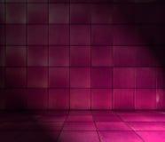 Magentaroter mit Ziegeln gedeckter Raum stockbild