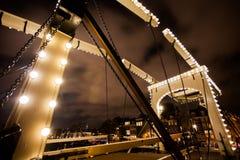 Magere Brug在阿姆斯特丹在晚上 图库摄影