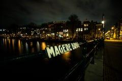 Magere Brug在阿姆斯特丹在晚上 库存照片