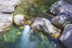 Maggia rzeki spływanie Zdjęcia Stock