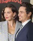 Maggie Gyllenhaal et James Franco Images stock