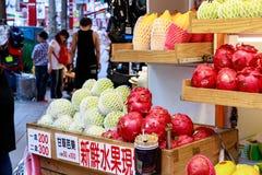24 maggio 2017 deposito della frutta alla via in Taipei, Taiwan di Ximending Fotografie Stock