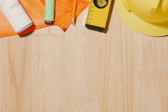 1° maggio l'immagine di può 1 calendario di legno dei blocchetti di bianco con constr Immagini Stock Libere da Diritti