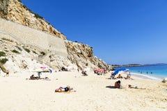 29 maggio 2016: Turisti sulla spiaggia di Kaputas (spiaggia di Kaputash) Fotografie Stock Libere da Diritti