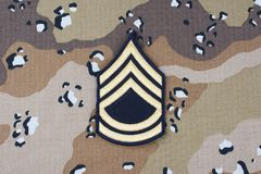 12 maggio 2018 Vegetazione lussureggiante di sergente First Class dell'ESERCITO AMERICANO sul fondo uniforme del cammuffamento de fotografia stock libera da diritti