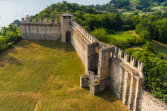 Maggiore Italie de lac Angera de château le 16 juillet 2015 Photo libre de droits