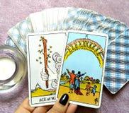 Magi för spådom för tarokkort ockult arkivbild