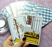 Magi för spådom för tarokkort ockult arkivfoton