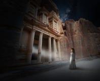 Magia surreale, rinascita spirituale, fantasia, la fantascienza fotografie stock libere da diritti