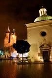 Magical Krakow kvadrerar vid natt Royaltyfri Bild