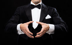 Magician showing trick Royalty Free Stock Photography