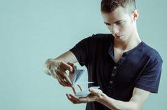 Magicien avec des cartes Image libre de droits