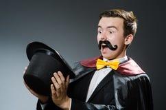 Magicien drôle avec la baguette magique Photographie stock libre de droits