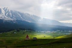 Magiczna dolina, górska wioska krajobraz Zdjęcia Royalty Free