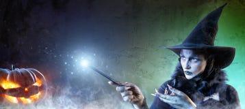 Magiczny Halloween - czarownica czary Zdjęcia Stock