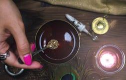 Magiczny napój miłosny guślarstwo Magiczny qure szamany zdjęcie royalty free