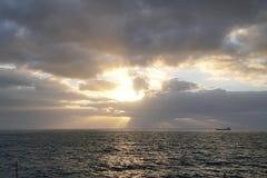 Magiczny ocean nadmiar atlantyckiego wschód słońca Ranek Fala zdjęcia stock