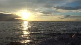 Magiczny zmierzchu seascape i słońce iskry na wodzie morskiej zbiory