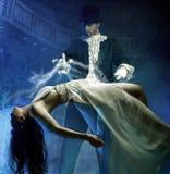 Magie mit Schönheitsmädchen in einer Luft Stockfotos