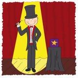 Magier/Zauberer, der im Theaterstadium steht Stockbild