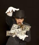Magiershow mit Dollarbanknote Lokalisiert auf Schwarzem Stockfoto