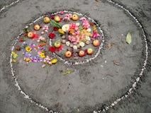 Magii spirala pracuje obok jeziora, wicca ołtarz Pogańska religia fotografia royalty free