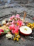 Magii spirala pracuje obok jeziora, wicca ołtarz Pogańska religia zdjęcia royalty free