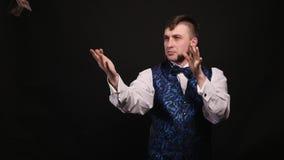 Magik pokazuje występ z dolarowym rachunkiem 4k zbiory