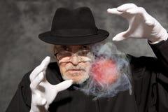 Magik w odgórnego kapeluszu seansu sztuczce Magia, występ, cyrk zdjęcie stock
