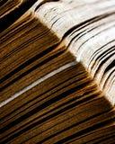 Magin av gamla böcker arkivbild
