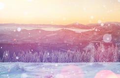 Magisch de winterlandschap, achtergrond met sommige zachte hoogtepunten a Stock Fotografie