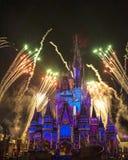 Magisch Koninkrijk Cinderella Castle Fireworks Orlando stock afbeeldingen