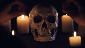 Magisch ritueel met schedel en harten stock video