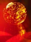 Magische brennende Kristallkugel Stockfoto
