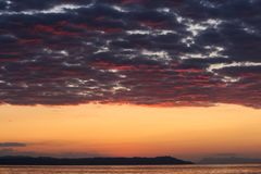 Magische Farben auf dem Horizont Momente vor Sun steigt Sunris Lizenzfreie Stockfotografie