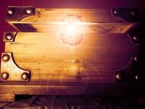 Magische glühende Schatztruhe Stockbilder