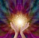 Magische helende energie bij het uitstralen van kleurenachtergrond