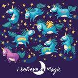 Magische kaart met leuke eenhoorn Vector beeldverhaalillustratie Stock Foto's