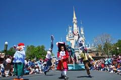 Magische Koninkrijksparade van Disney-beeldverhaalkarakters Stock Fotografie