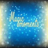 Magische Momente simsen geschrieben auf den blauen glänzenden Hintergrund mit Sternen, Schnee und Schneeflocken Stockfotos
