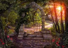 Magische Tor-Fantasie Forest Path Lizenzfreies Stockbild