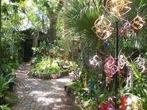 Magische tuin die spinners en windklokkengelui kenmerken royalty-vrije stock foto's