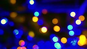 Magische Weihnachtslichtunschärfe kreist Hintergrundtiefe ein stock footage
