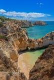 Magische zeegezichten Albufeira In de zomer, de duidelijke wateren portugal Stock Fotografie
