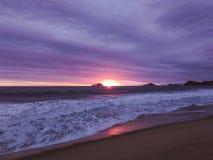 Magische zonsondergang bij Kerstmis Royalty-vrije Stock Foto's