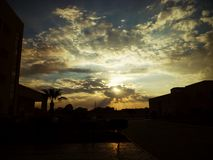 Magische Zonsondergang door de Wolken royalty-vrije stock foto