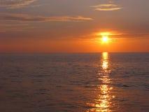Magische zonsondergang over overzees Stock Foto