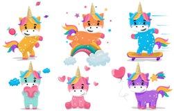 Magischer feenhafter kleiner Ponyphantasieeinhornkarikaturvektor-Illustrationssatz lizenzfreie abbildung