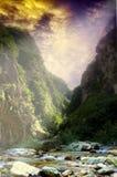 Magischer Fluss und Berge Stockfotografie
