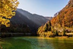 Magischer Herbst auf Slowenisch in den Alpen stockfotografie